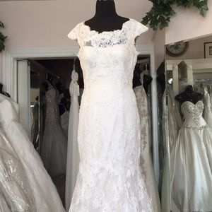 IVORY All over lace gown, fit &flare, deep v back